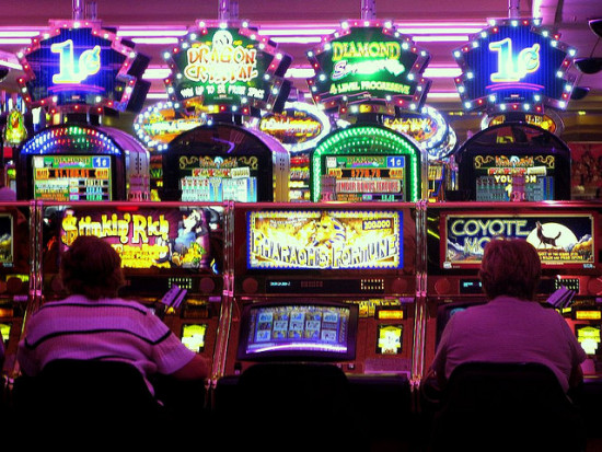 Top-10-signs-of-slot-machine-gambling-addiction2